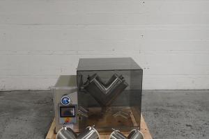 16/8/4 GlobePharma Maxiblend Twin Shell Blender, S/S