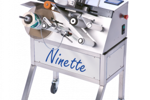 Ninette Flat Products - Semi-automatic labeling machine for products with corners